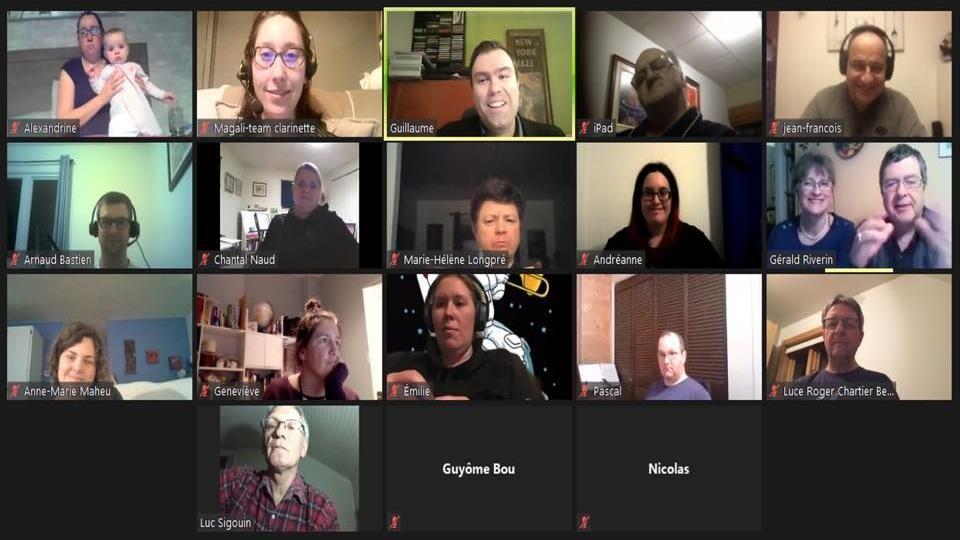 Une capture d'écran d'une rencontre Zoom entre une vingtaine de personnes.