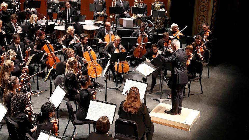 Les musiciens de l'OSTR en concert à la salle J.-Antonio-Thompson.