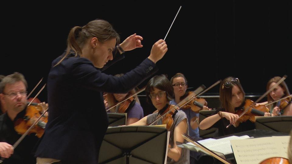 L'Orchestre symphonique de l'Estuaire est en répétition.