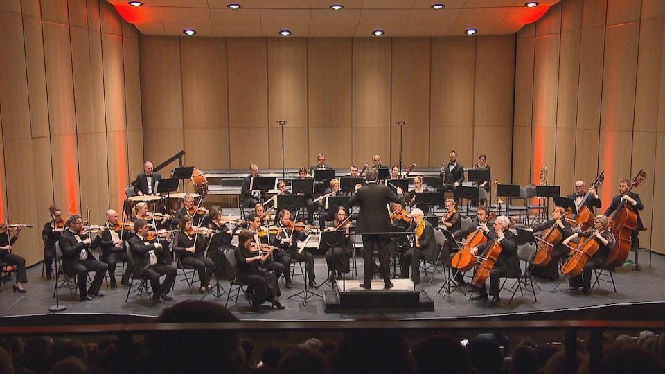 Les musiciens de l'Orchestre symphonique du Saguenay-Lac-Saint-Jean en concert.