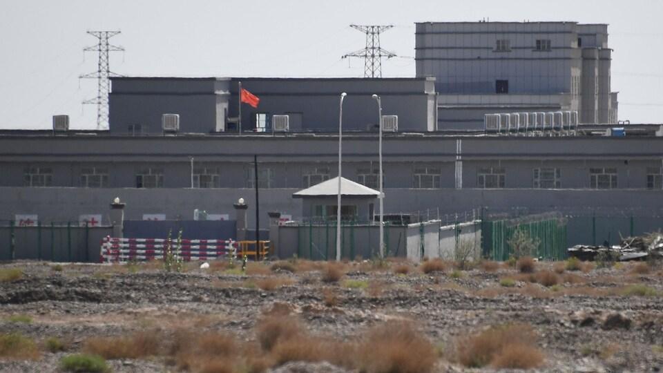 Une bâtiment ressemblant à une prison.