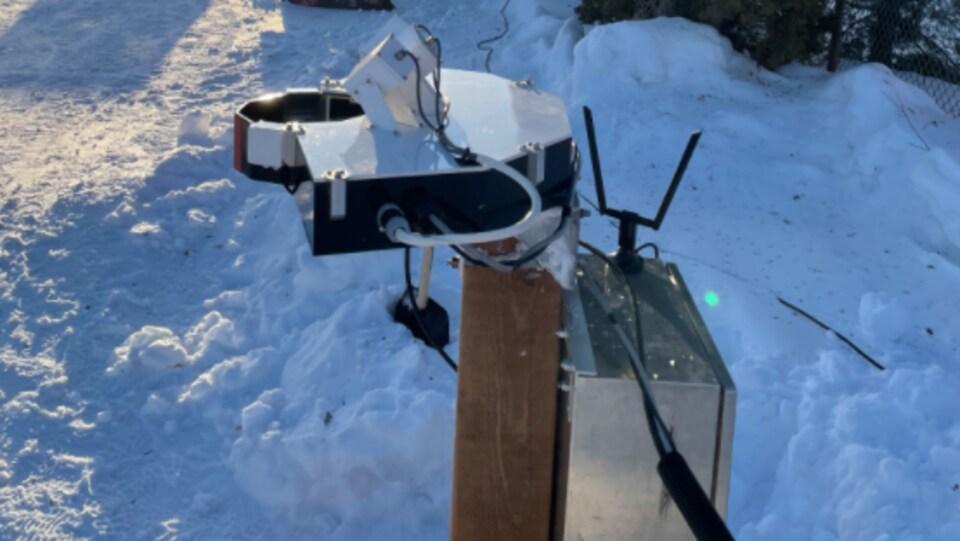 Une station pour effectuer des prélèvements de la neige.