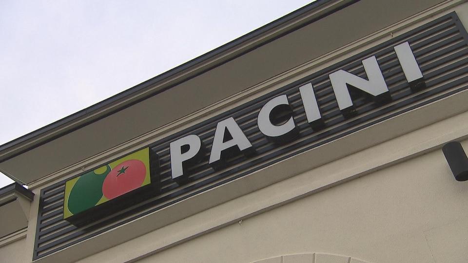 L'enseigne de Pacini, à l'extérieur du restaurant.
