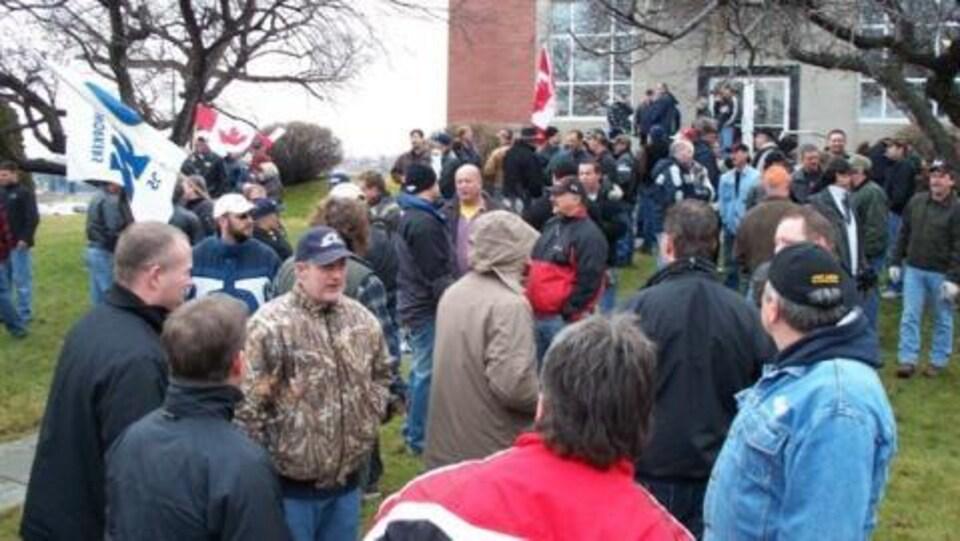 Un groupe de manifestants.