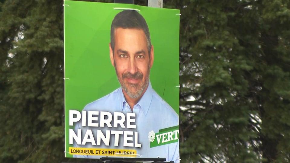 Pancarte montrant le candidat Pierre Nantel.
