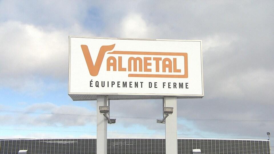 Pancarte de l'entreprise Valmétal à Saint-Germain-de-Grantham.