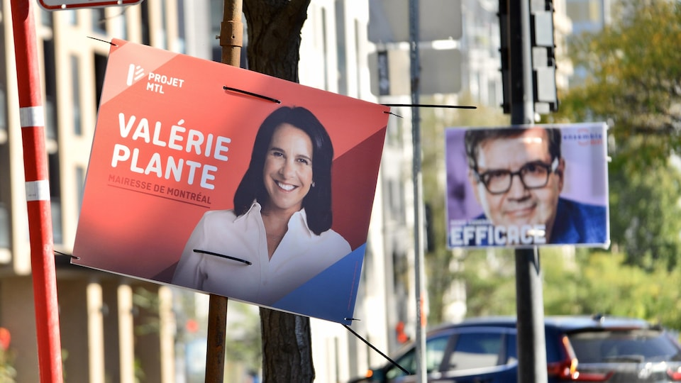 Des pancartes électorales de Valérie Plante et de Denis Coderre.