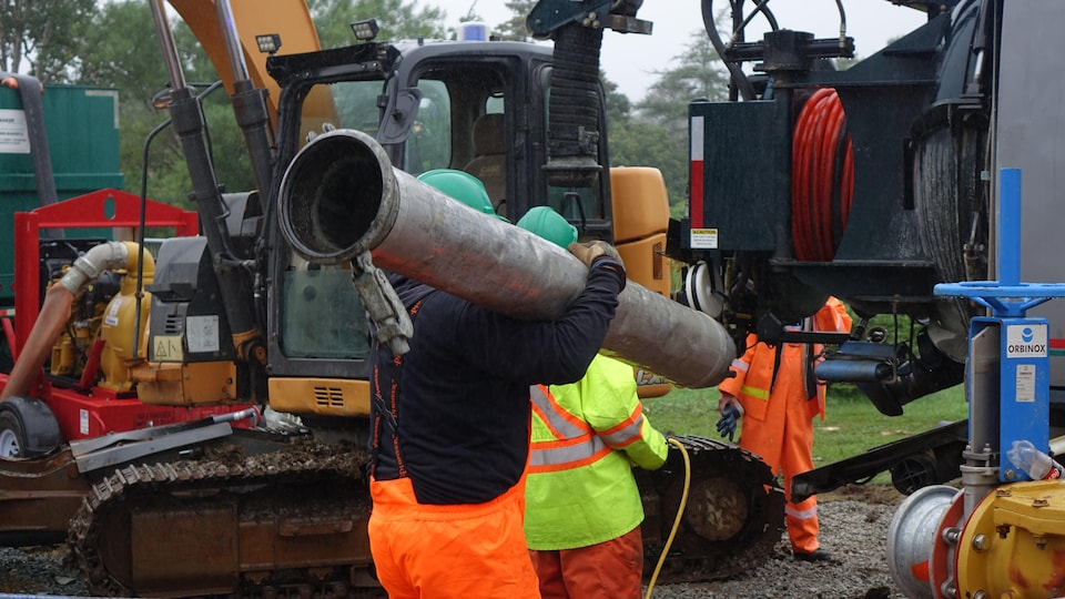 Deux travailleurs au chantier de construction.