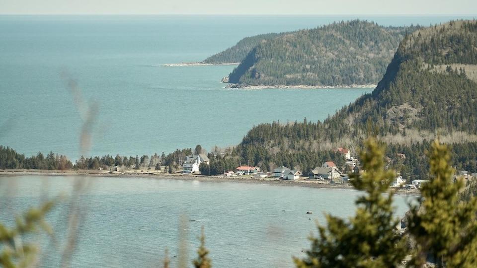Une vue du parc du Bic et du fleuve Saint-Laurent.