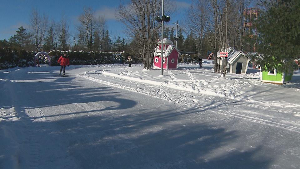 La patinoire du parc Mille lieux de la colline.