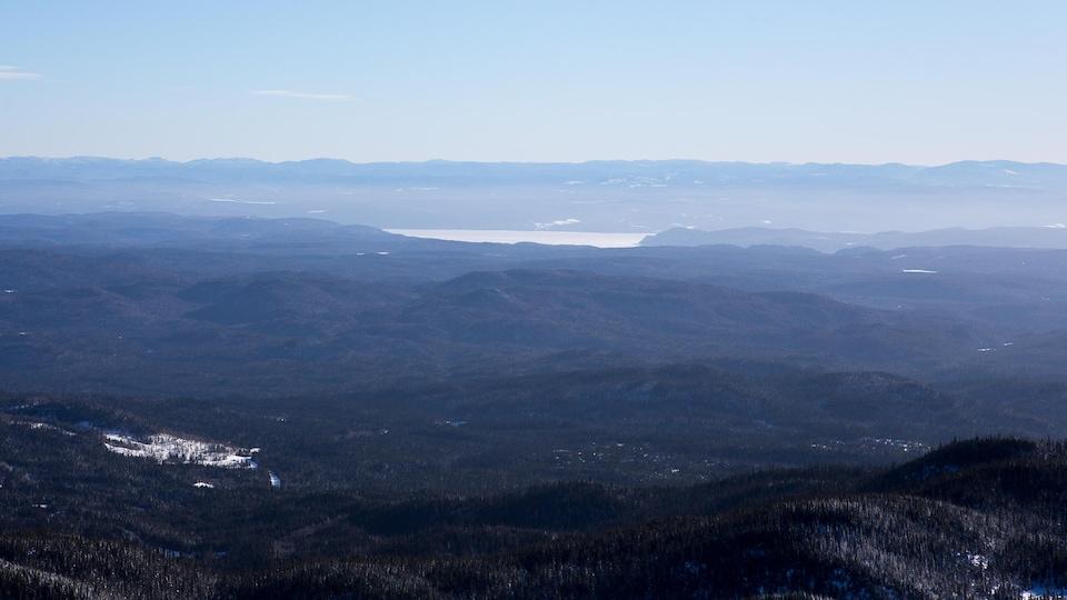 Vue spectaculaire d'un des sommets du massif des Monts-Valin.