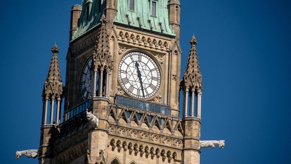 Photo de la la tour de la Paix du parlement, à Ottawa.