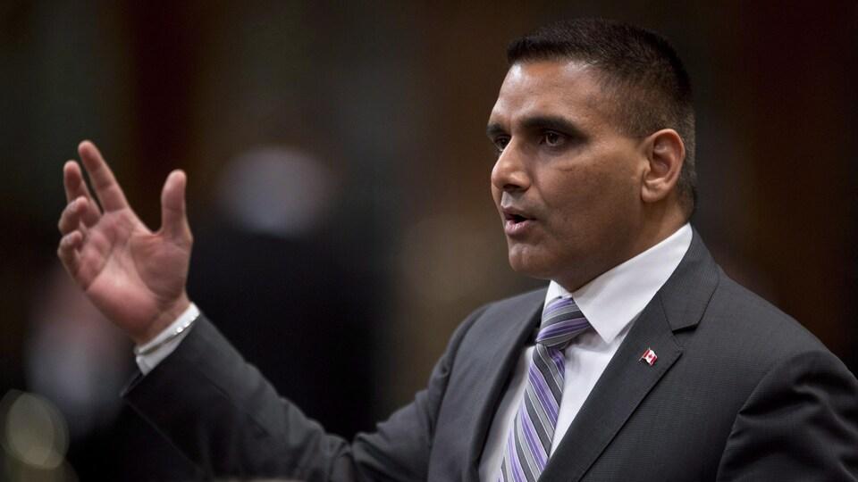 Parm Gill, nouveau ministre ontarien des Affaires civiques et du Multiculturalisme, intervient en Chambre à Ottawa alors qu'il était député fédéral (archives).