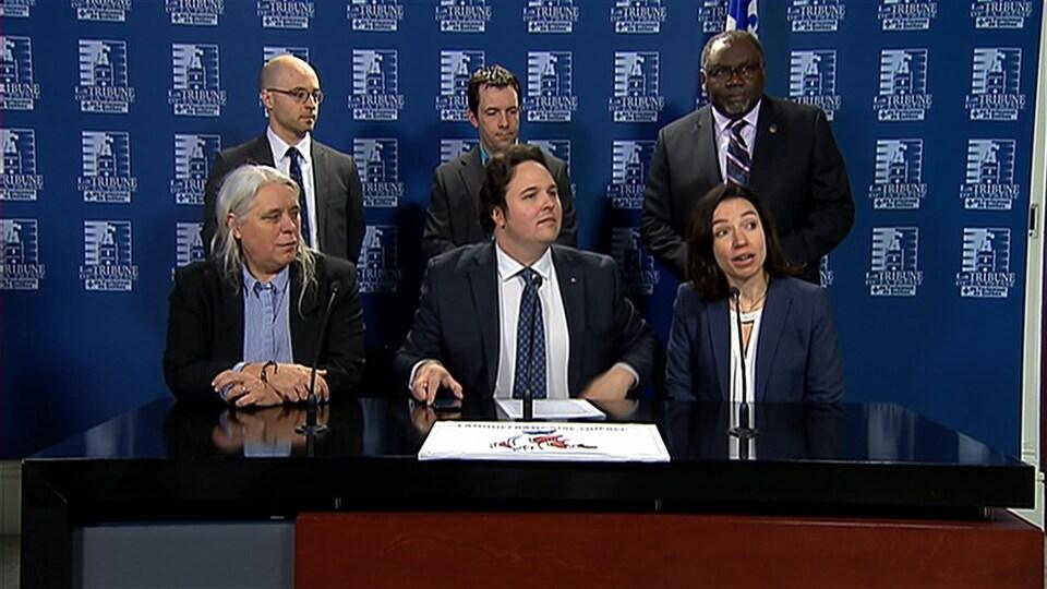 Les Partenaires pour un Québec français en conférence de presse.