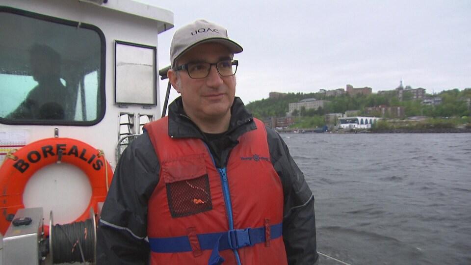 Pascal Sirois sur un bateau