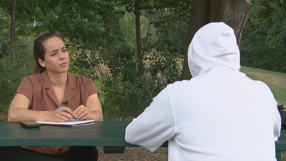 An anonymous man speaks to journalist Camille Carpentier.
