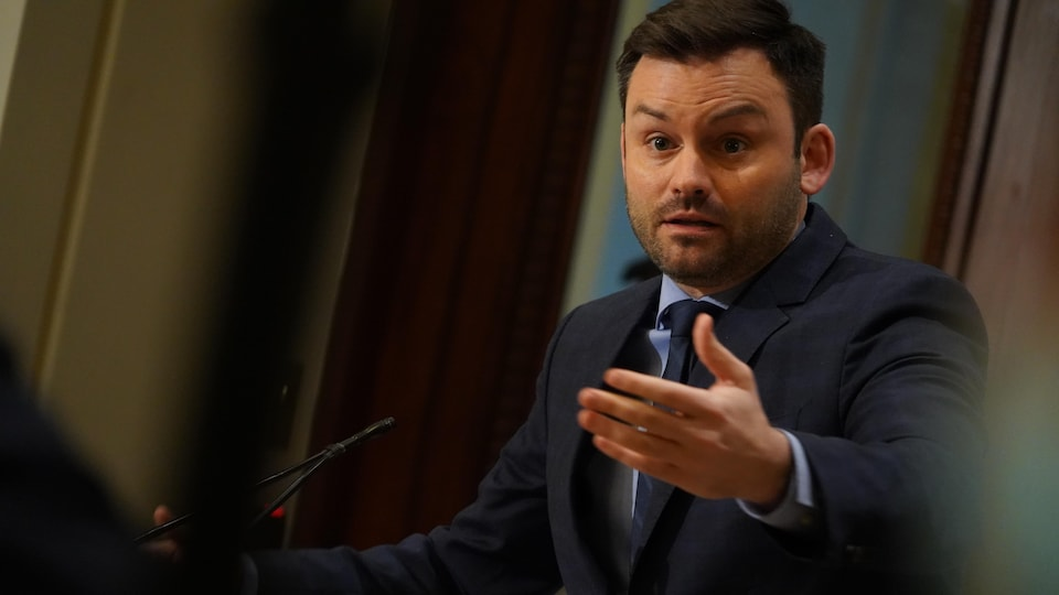 Le chef péquiste en point de presse à l'Assemblée nationale.