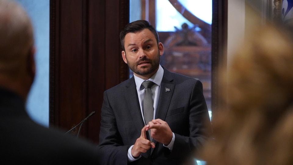Paul St-Pierre Plamondon en conférence de presse à l'Assemblée nationale.