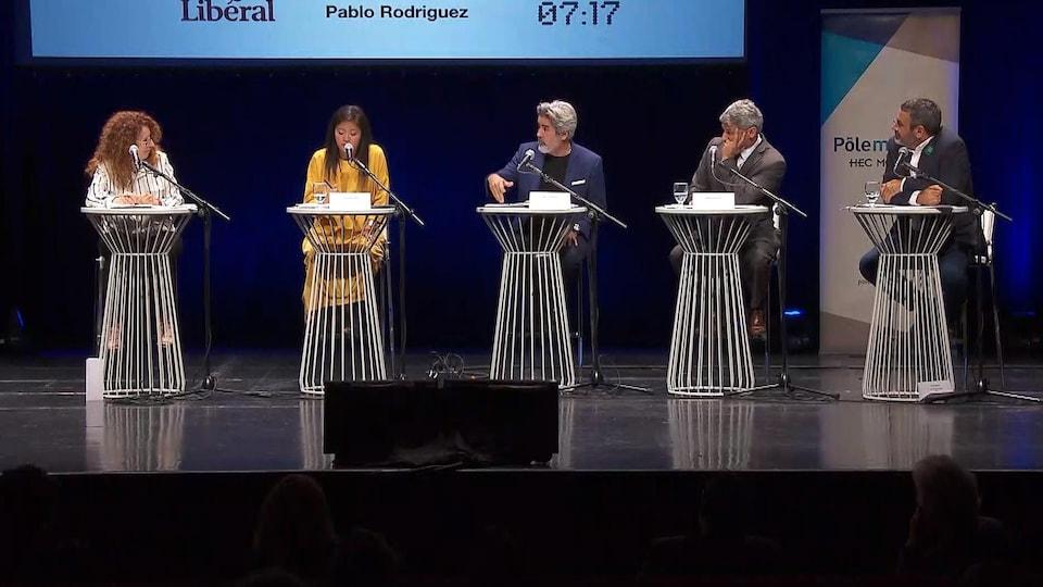 Monique Pauzé, Chu Anh Pham, Pablo Rodriguez, Gérard Deltell et Pierre Nantel sur la scène du débat sur la culture.