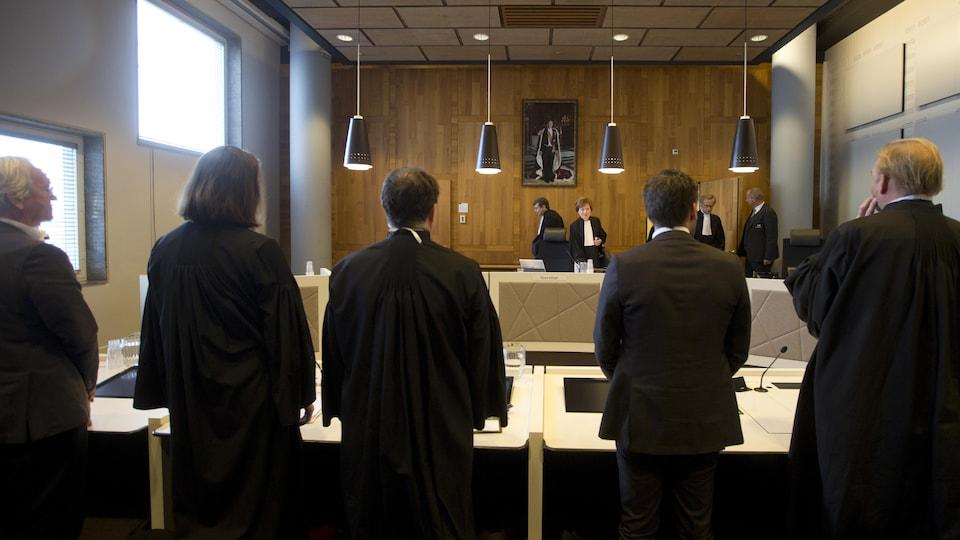 La justice néerlandaise a ordonné mardi à l'État de réduire ses émissions de gaz à effet de serre d'au moins 25% d'ici 2020.