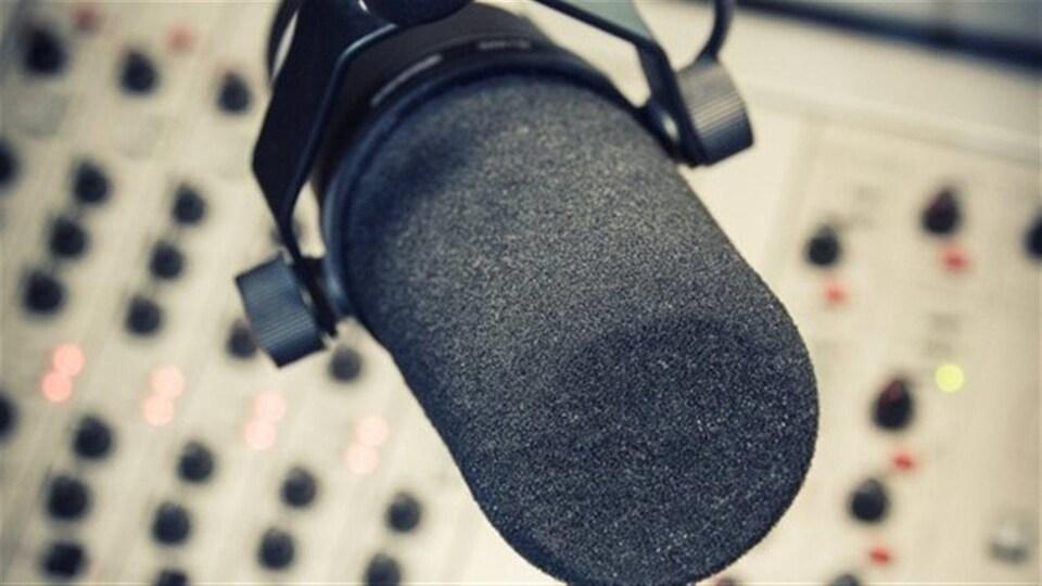 Un micro de radio