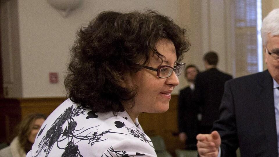 Pearl Eliadis de profil.