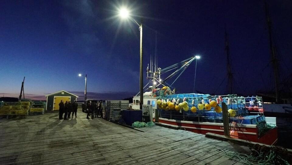 Photo d'un quai en Nouvelle-Écosse la nuit.