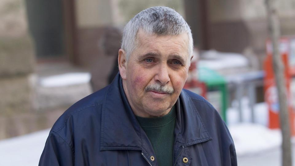 Gordon Stuckless à la sortie de la Cour, en mars 2015.
