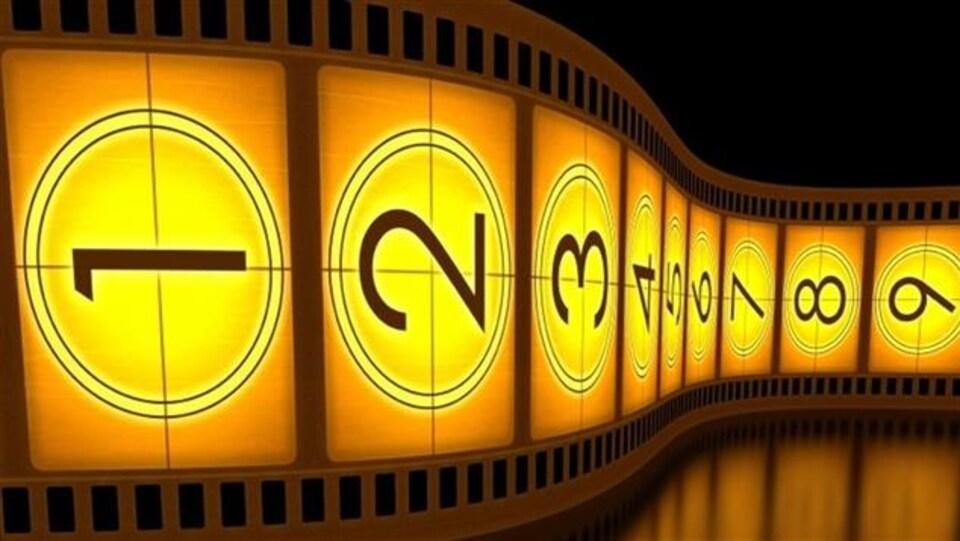 photo d'une pellicule cinématographique comportant les chiffres un à neuf.