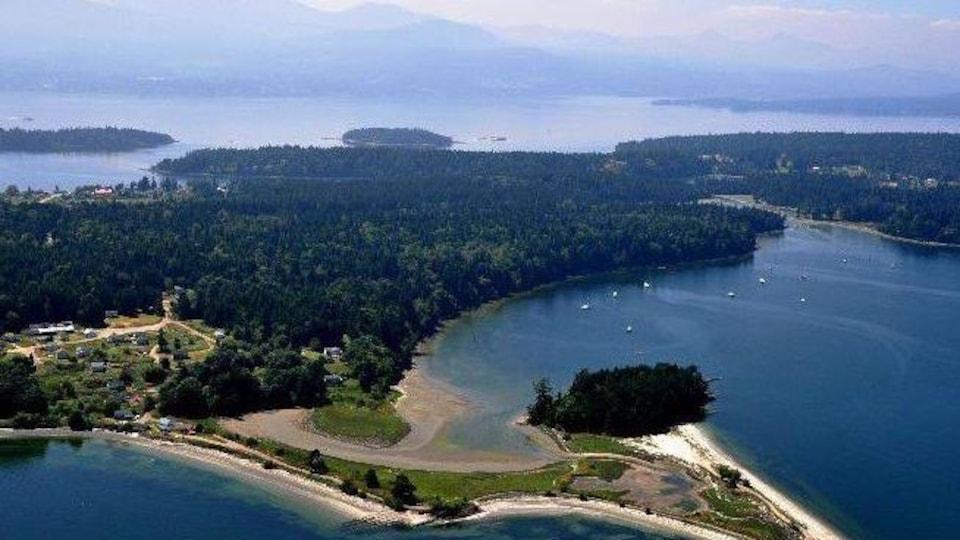 Une île dans le détroit de Georgia.