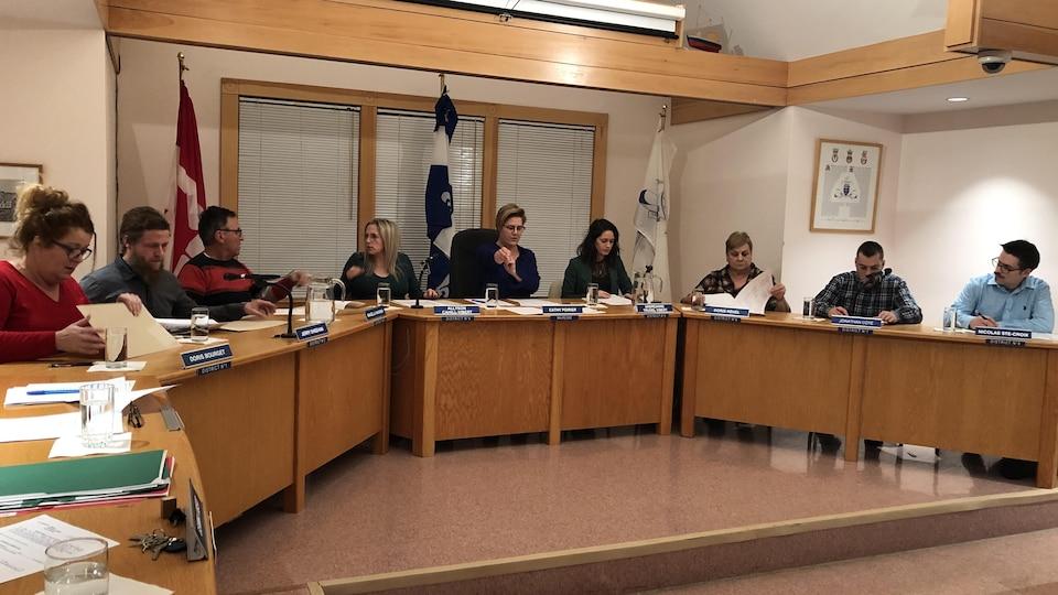 Les membres du conseil municipal lors de l'adoption du budget 2020, le 18 décembre 2018.