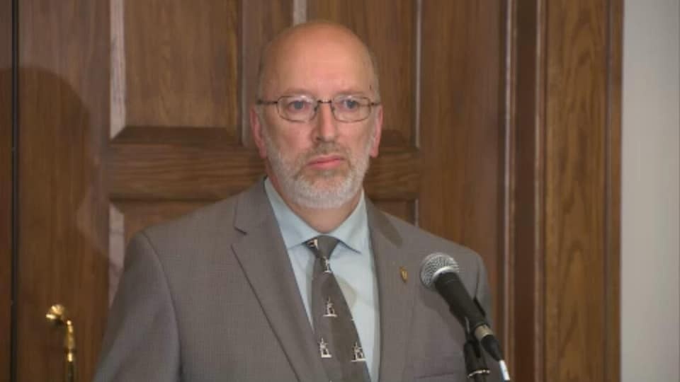 Perry Trimper est député indépendant de Lake Melville.