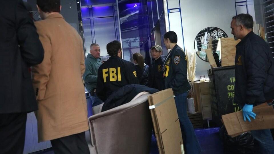 Des agents du FBI dans les bureaux new-yorkais de Peter Nygard.