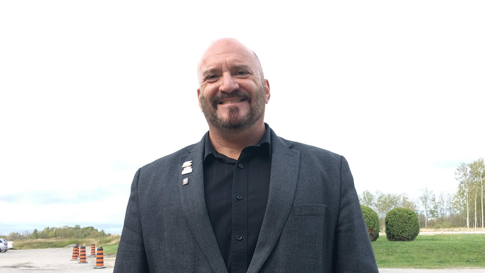 Le maire de Cochrane, Peter Politis