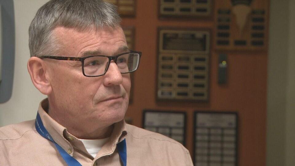 David Petrie en entrevue dans son bureau