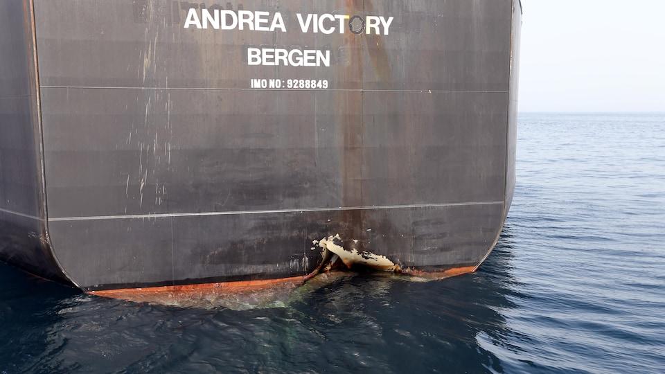 La coque du Andrea Victory a été endommagée.