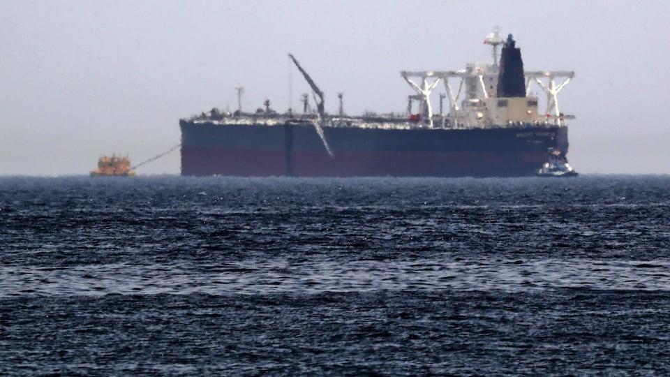 Le pétrolier saoudien Amjad, vu au large.