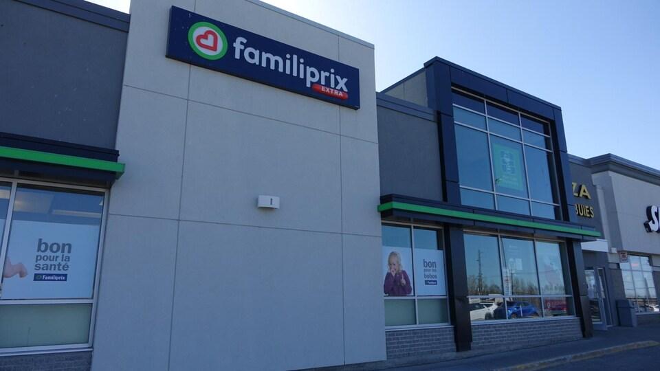 La pharmacie Familiprix située sur la rue Sirois, à Rimouski.