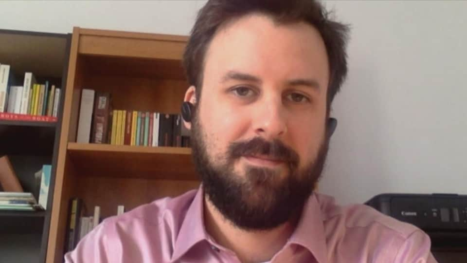 Philippe Guilbert accorde une entrevue en visioconférence à Radio-Canada.
