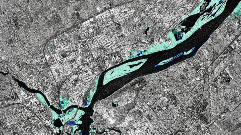 Ressources naturelles Canada a produit des cartes en temps quasi réel de l'étendue des inondations du printemps 2019 dans la région d'Ottawa-Gatineau à partir d'images de RADARSAT-2 destinées aux interventions d'urgence. Cette image du 26 avril 2019 montre la végétation inondée (vert) et les inondations en eau libre (bleu foncé) sur la rivière des Outaouais.