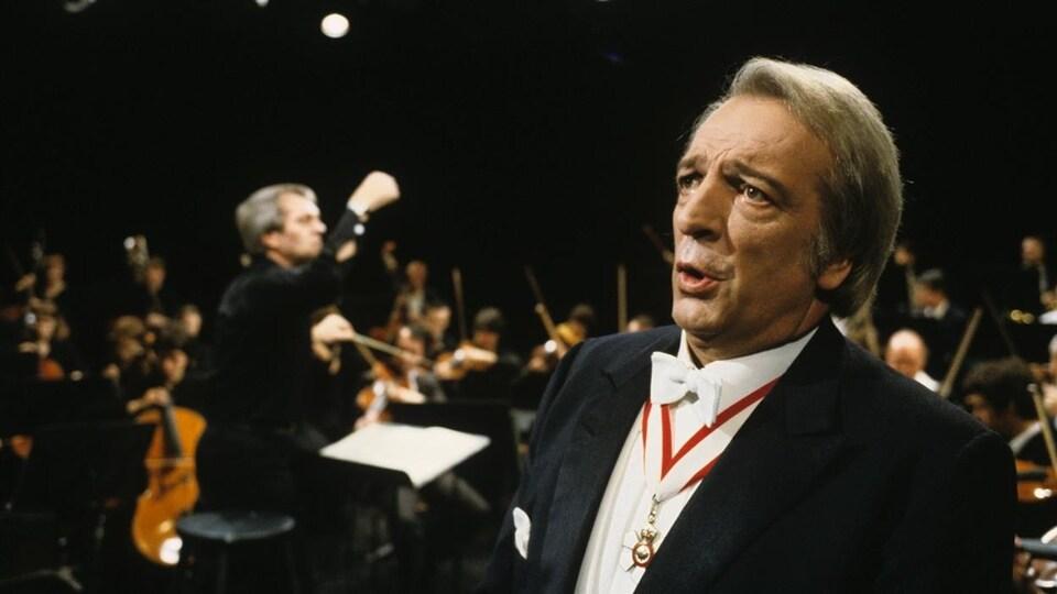 Joseph Rouleau lors d'un spectacle en 1982.