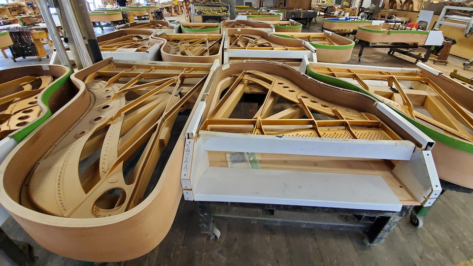 Des pianos Steinway en construction, à New York.