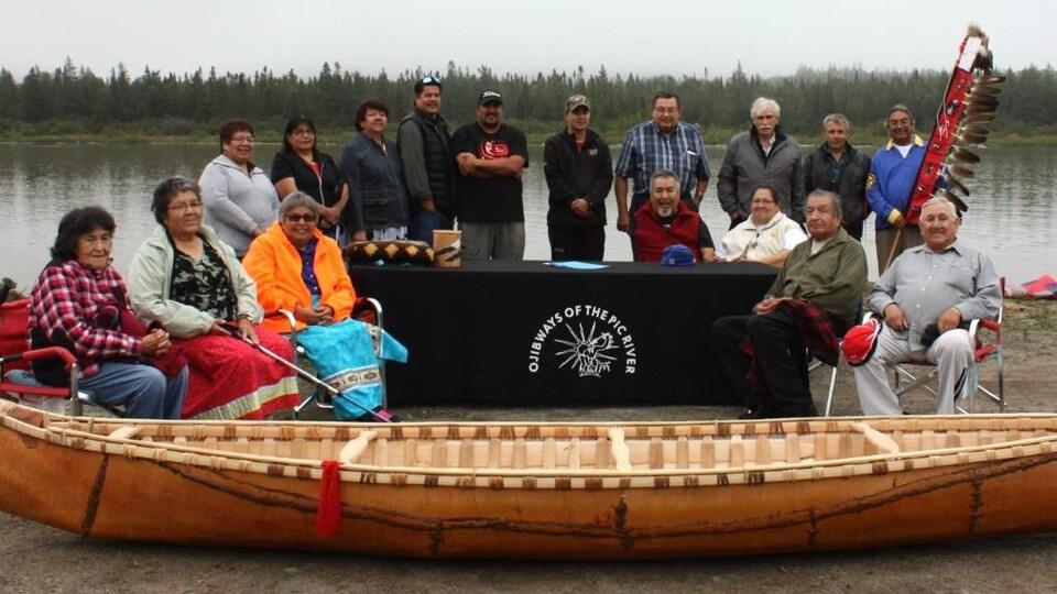 Un groupe de la Première Nation de Pic River.