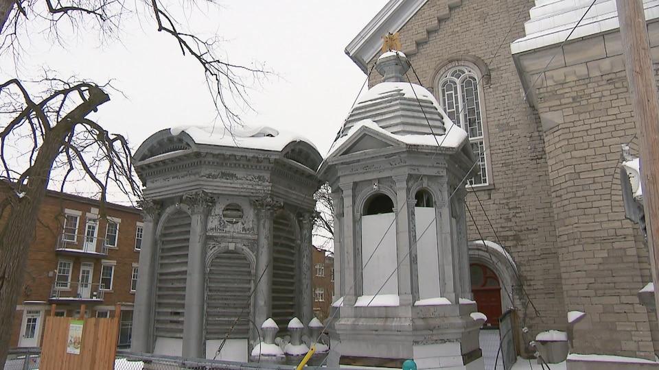 Des pièces du clocher de l'église Saint-Sauveur, à Québec.