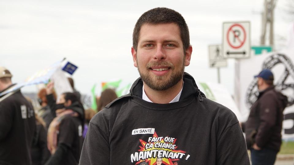 Pier-Luc Bujold, photographié lors de la manifestation du 30 avril.
