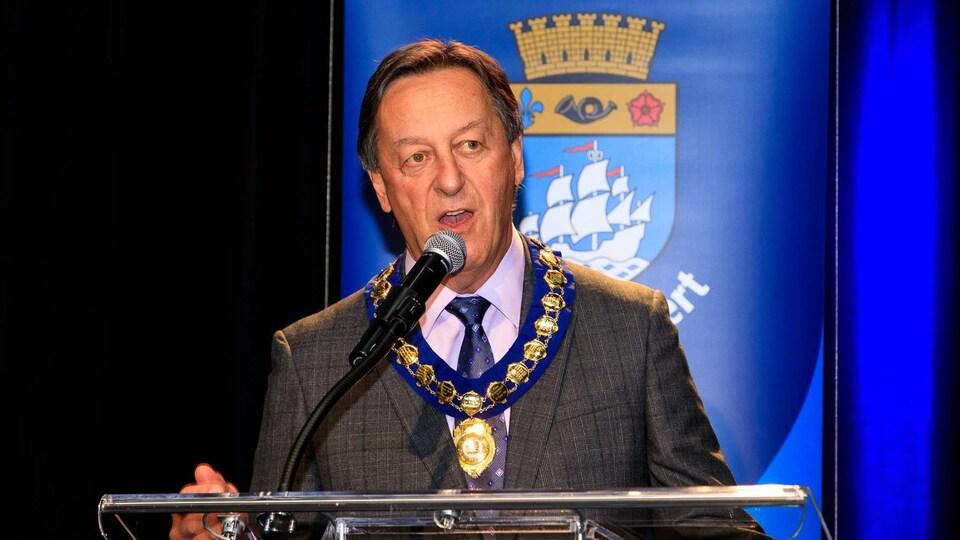 Pierre Brodeur est maire de Saint-Lambert depuis le 6 novembre 2017.