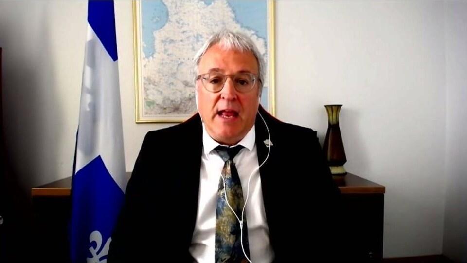 Une capture d'écran de Pierre Dufour faisant une présentation Zoom.