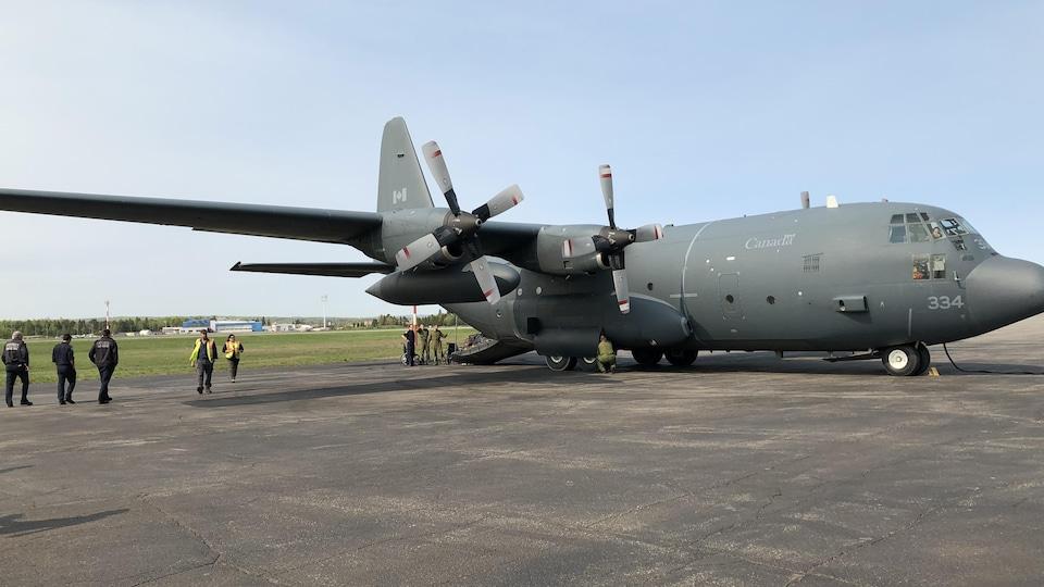 Un avion militaire Hercules.