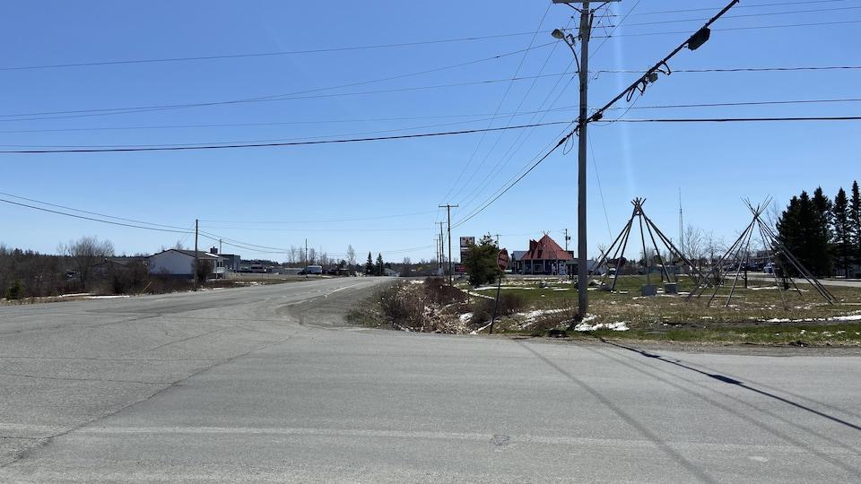 L'intersection menant à la communauté de Pikogan.