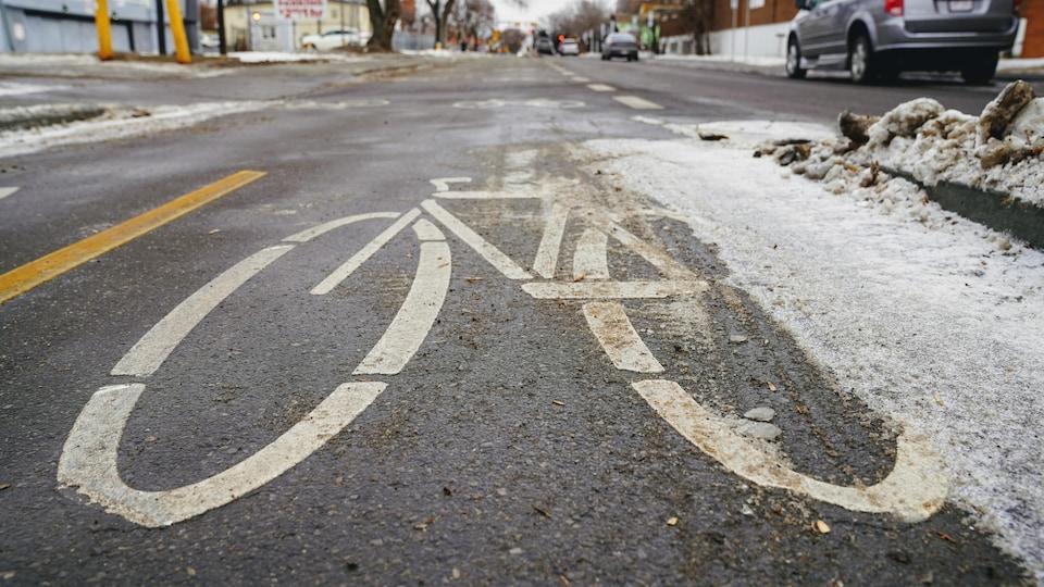 Un logo de vélo sur une piste cyclable à Edmonton.